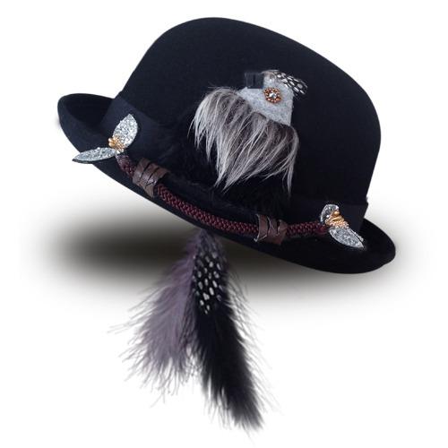 尻尾はピアスに!もふもふ鳥ボーラー/ブラック by Coco&Ami(こことあみ) ファッション 帽子 | ハンドメイドマーケット minne(ミンネ) (831)