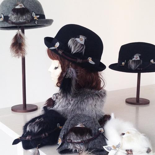 尻尾はピアスに!もふもふ鳥ボーラー/ブラック by Coco&Ami(こことあみ) ファッション 帽子 | ハンドメイドマーケット minne(ミンネ) (832)