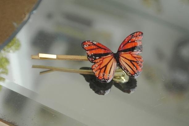 橙色と赤色のウッド蝶のヘアピン | アクセサリー > ヘアアクセサリー > ヘアピン | ハンドメイド・手作りマーケット tetote(テトテ) | 作品ID:uf2153214697 (1718)