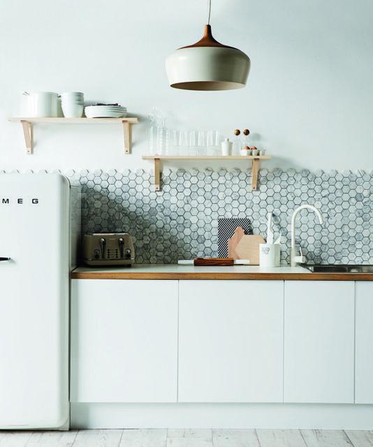 タイルでキッチンの雰囲気をガラリと変える!ベーシックな10タイプの施工例♡ナチュラルにもシックにも! | Tile, Hexagons and Kitchens (3247)