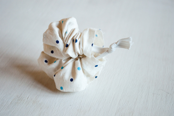 Oh the lovely things: Easter DIY: No Sew Bunny Ear Scrunchie (6534)