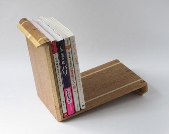 無垢の木のブックスタンド(クルミ 中×長)|本棚・絵本棚|ハンドメイド通販・販売のCreema (9974)
