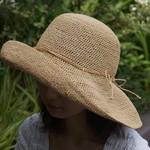 強い日差しも怖くない*つばの大きな手作り帽子*