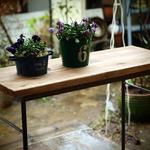奥行き浅めなワークテーブルですっきりスマートなお部屋作り*