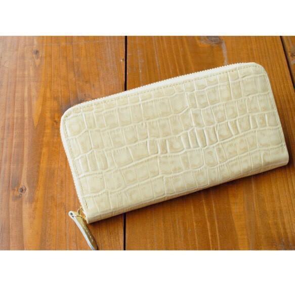 エナメルクロコ型押し ホワイトゴールド 長財布 ラウンドファスナー 牛革 皮 ハンドメイド 手作り|財布・長財布|ハンドメイド通販・販売のCreema (11011)