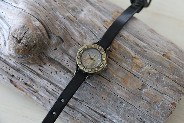 ヴィンテージスタイル レザーウォッチ 牛革 ステンレススチール 腕時計 ブラック by viola37 アクセサリー その他 | ハンドメイドマーケット minne(ミンネ) (11309)
