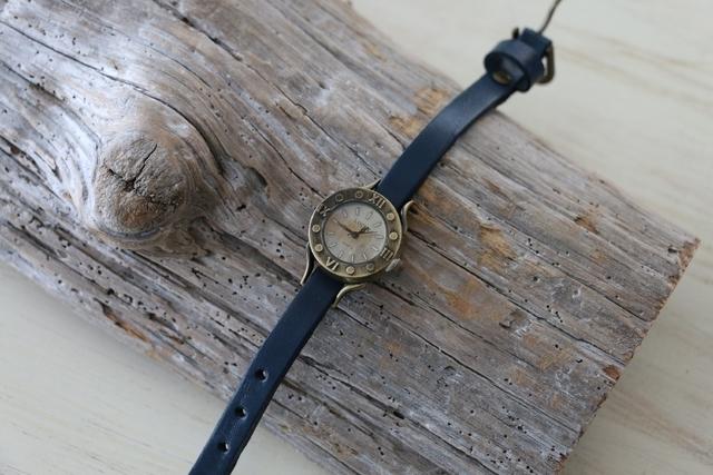 ヴィンテージスタイル レザーウォッチ 牛革 ステンレススチール 腕時計 ブルー by viola37 アクセサリー その他 | ハンドメイドマーケット minne(ミンネ) (11312)