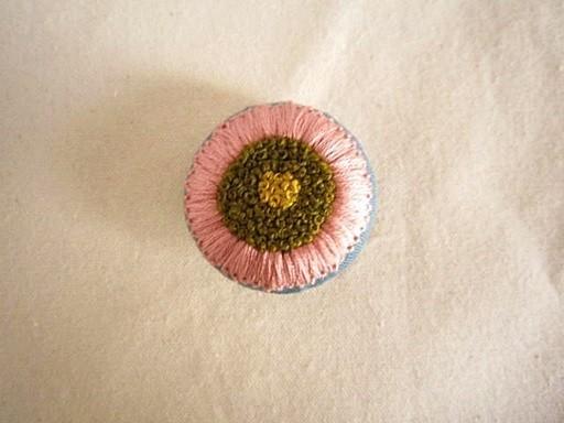 手刺繍ブローチ『マーガレット』L 作品詳細 | siesta | ハンドメイド通販 iichi(いいち) (12854)