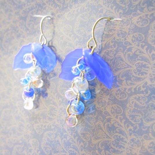 夏色ブルーのぶどうピアス | ハンドメイド、手作り作品の通販 minne(ミンネ) (14195)