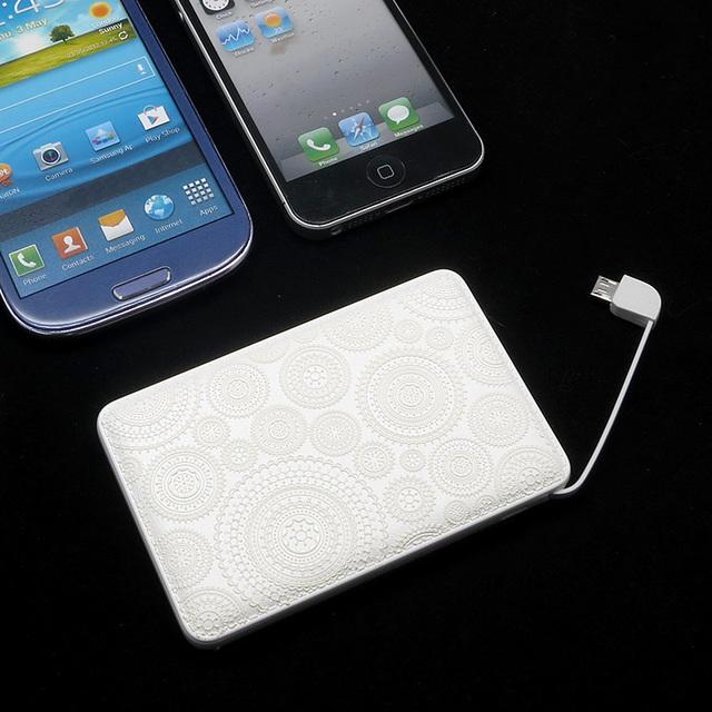 モバイルバッテリー(ホワイトレース3D)〔ケーブル内蔵・5000mAh〕 | ハンドメイド、手作り作品の通販 minne(ミンネ) (14493)
