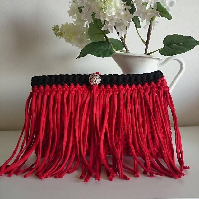 Hoooked Zpagetti フリンジクラッチバッグ* レッド×ブラック | ハンドメイドマーケット minne (16778)